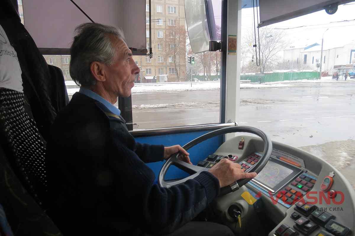 efea878f13b9f5 Піднімає настрій пасажирам та дає корисні поради водій тролейбуса у ...