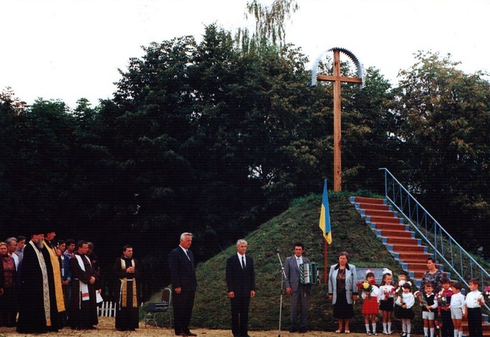 пам'ятник національного примирення та злагоди фото