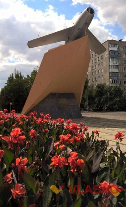 пам'ятник літаку у Віннниці фото