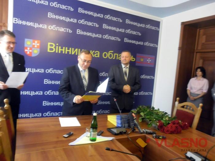 вручення паспортів вінничанам, які народились на День Незалежності фото