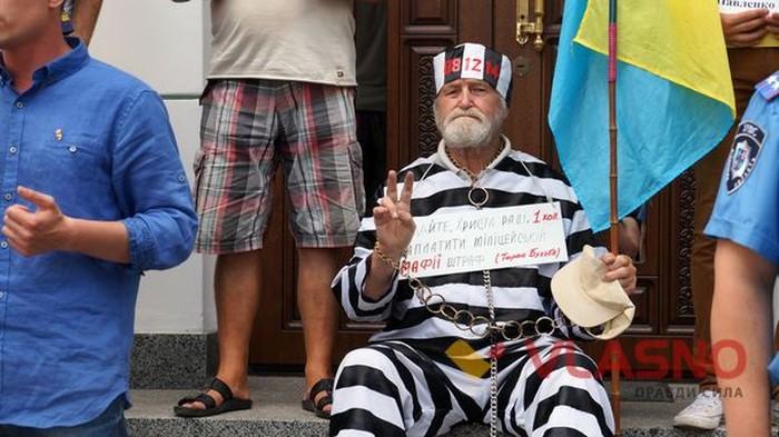 пікет у Вінниці під стінами обласного управління Міністерства внутрішніх справ України фото