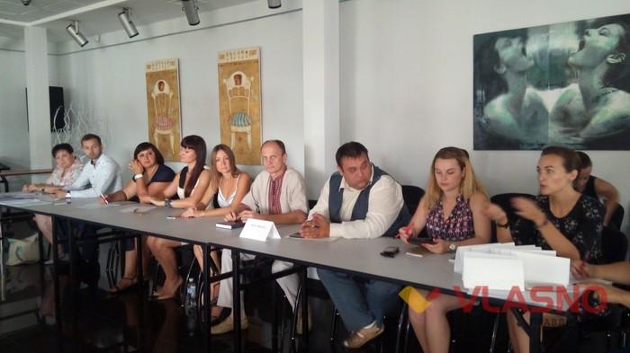 """круглий стіл """"Жінки у політиці"""" у Вінниці фото"""