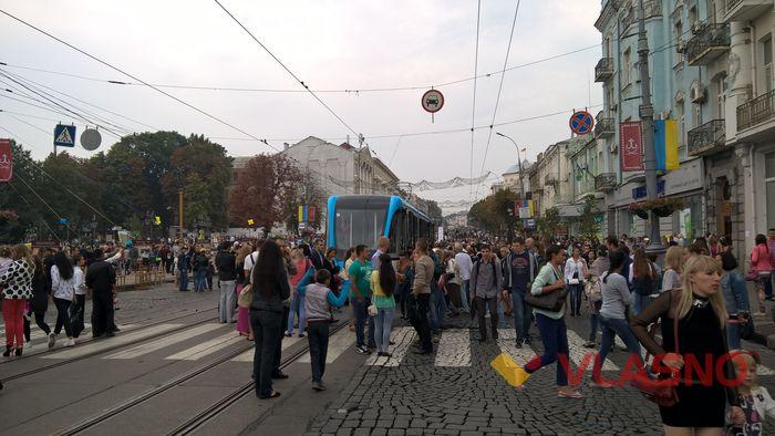 Трамваї та тролейбуси привітали вінничан з Днем міста