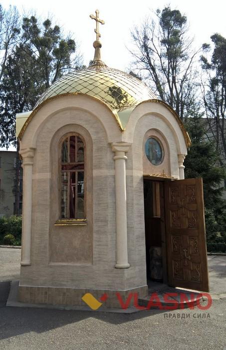 капличка біля церкви Воскресіння Христового у Вінниці фото