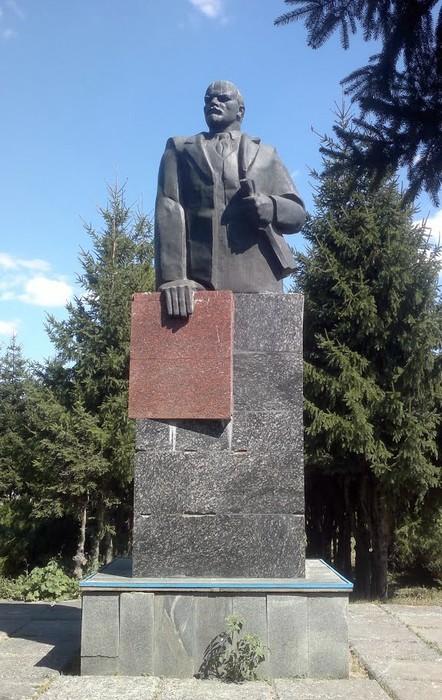 памятник Леніну в Ковалівці фото