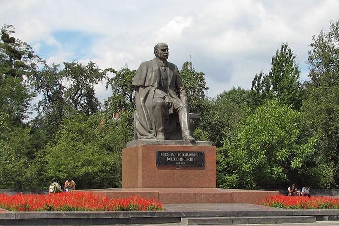 памятник Коцюбинському фото