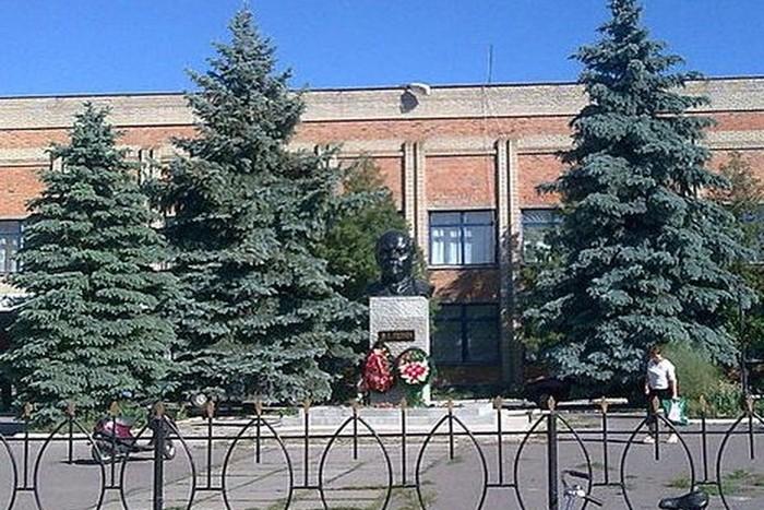 памятник Леніну в Росоші фото
