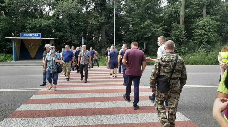 Ветерани АТО/ООС перекрили трасу під Вінницею через «земельне питання»  (ОНОВЛЕНО) | Новини Вінниці | ВЛАСНО.info